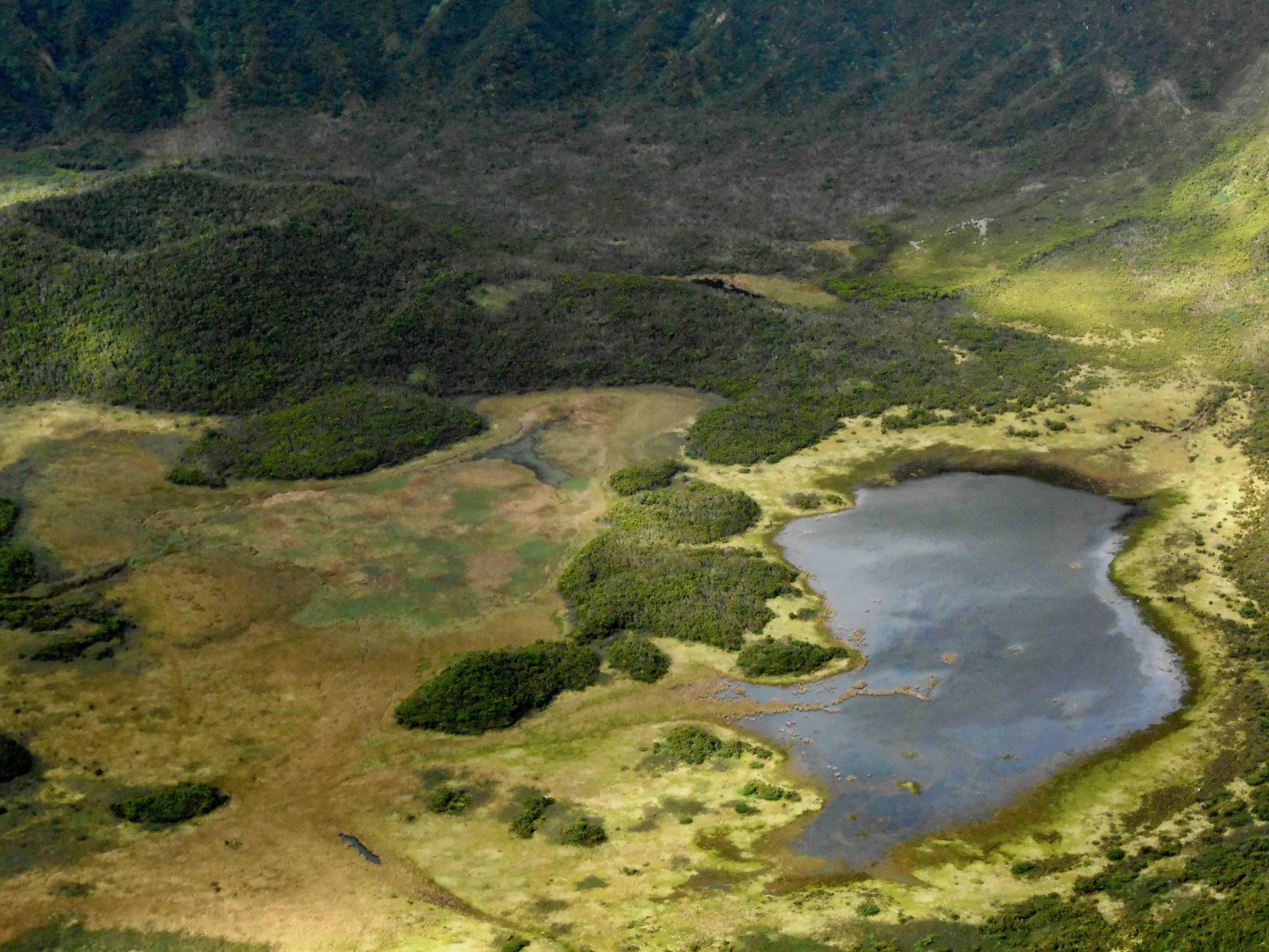 Lago nella caldera del vulcano a Faial