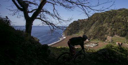 Cicloturismo litoral noroeste Sao Miguel Azzorre