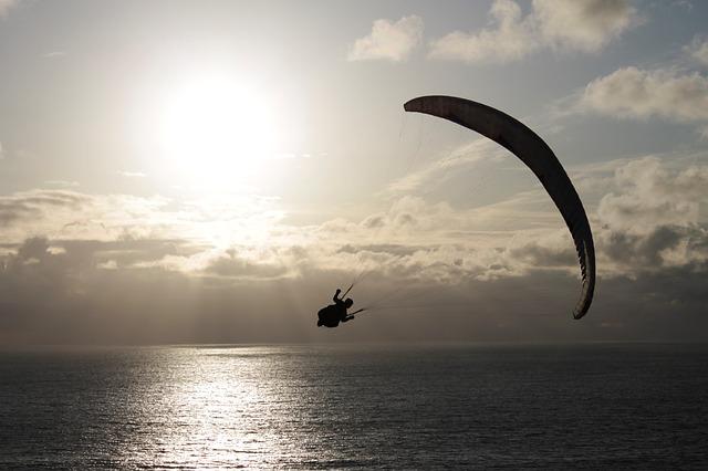 Volare in parapendio sul mare Azzorre